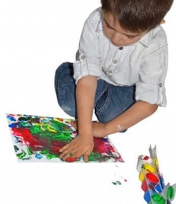 kid drawing with paint